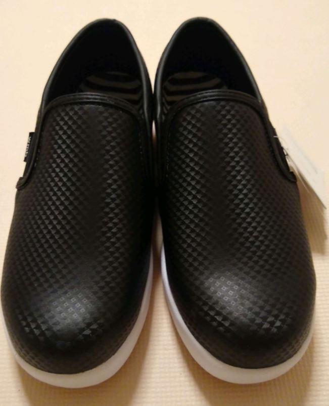 靴の表面は伸縮性のあるポリウレタンが使われています