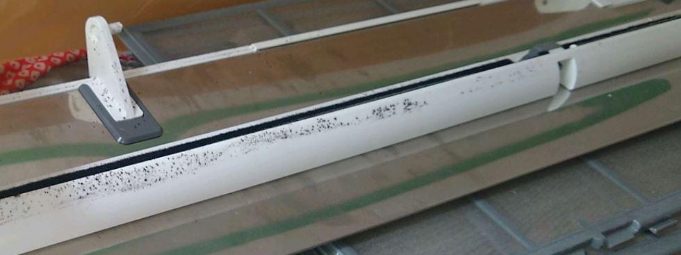 エアコンクリーニング前 カバーのカビ