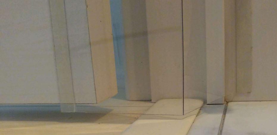 はさマンモス取り付け方法02.床側仮止め 床面から浮かす