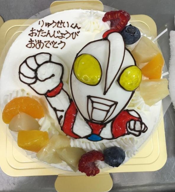 カトルセゾン菓子夢「ウルトラマン」の立体ケーキ