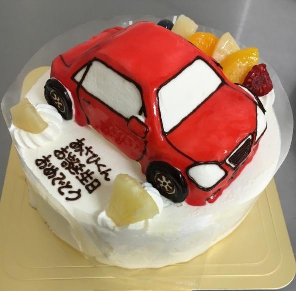 「カトルセゾン菓子夢」の乗り物立体ケーキ